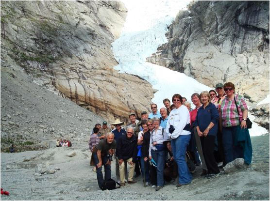 Participants in the long pre congress tour in front of Briksbreen